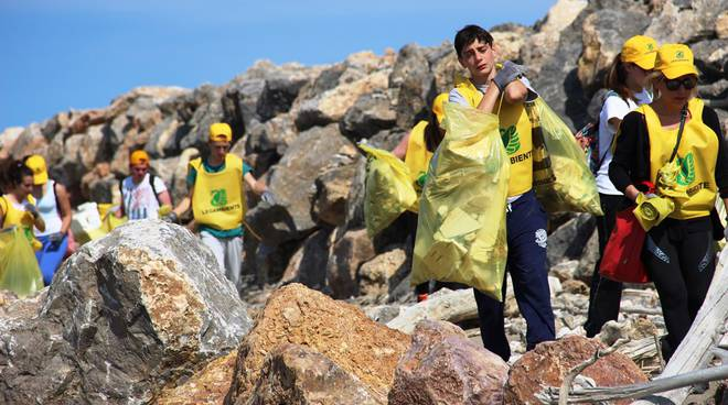 Legambiente pulizia spiaggia 26 maggio