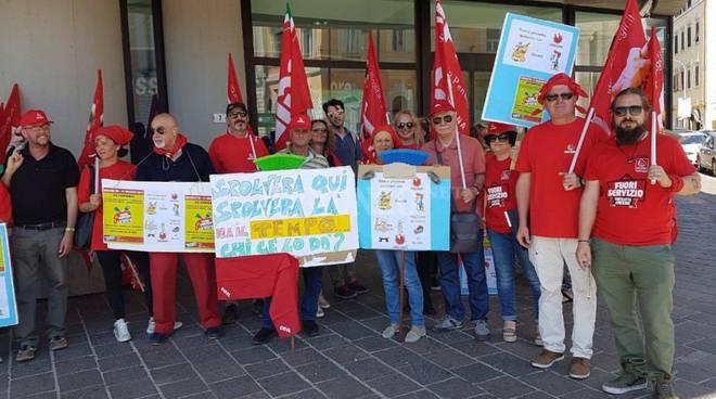 Mense, pulizie, portierato: lo sciopero unitario e le iniziative toscane