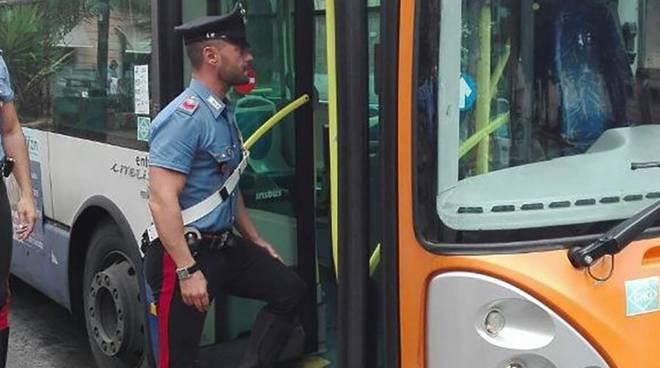 carabinieri autobus