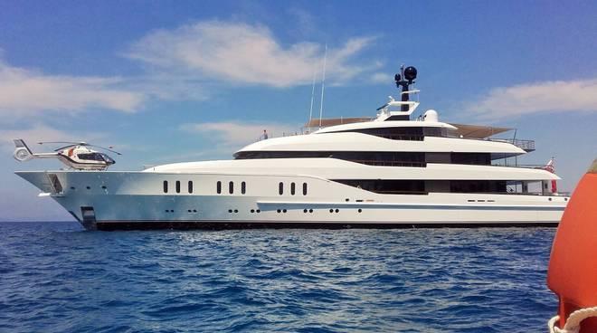 Yacht Con Elicottero Prezzo : Ecco il vanish all argentario uno degli yacht più famosi