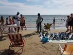 venditori abusivi in spiaggia