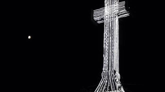 Croce Vetta illuminata