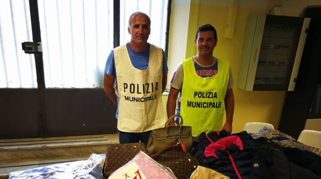 sequestro merce contraffatta 19 agosto 2017