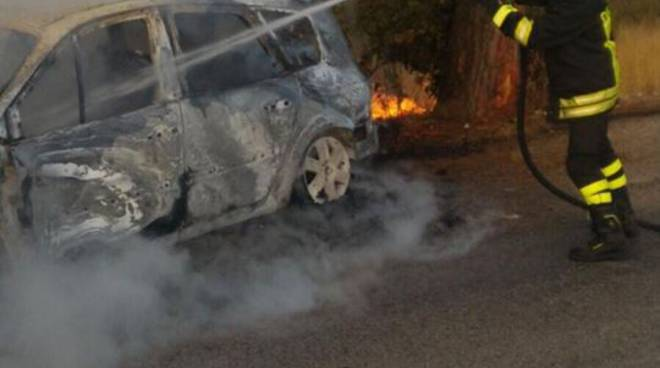Auto a fuoco settembre 2017