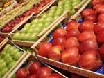 Riapertura Coop via Inghilterra mele frutta