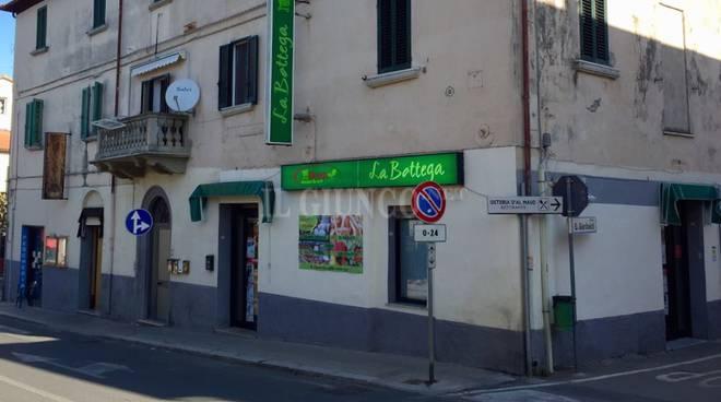 Il rapinatore dei negozi ancora in azione coltello in pugno ripulisce l 39 alimentari - Bagno di gavorrano ...