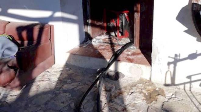 Incendio a Genova: morto un uomo, salvata la figlia di 8 anni
