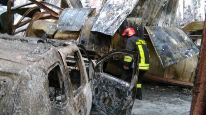Incendio capannone rimessa auto febbraio 2018