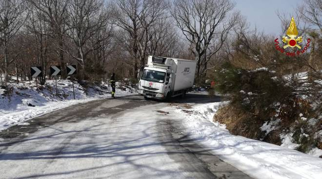 incidente camion castel del piano
