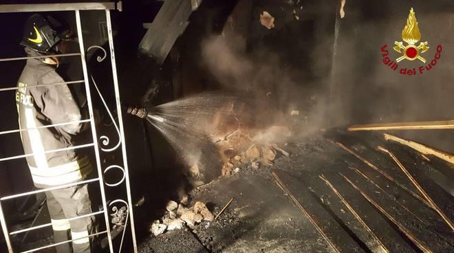 Massa Marittima, appartamento in fiamme nella notte a Tatti