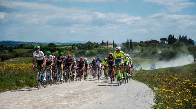 Ciclista in ospedale a Siena, è grave