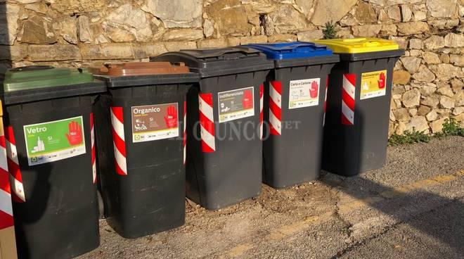 rifiuti porta a porta cassonetti differenziata