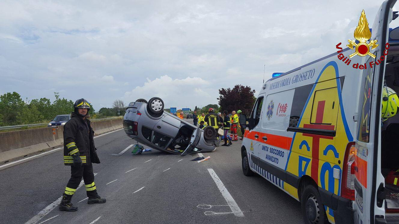 incidente 4 corsie auto ribaltata 2018