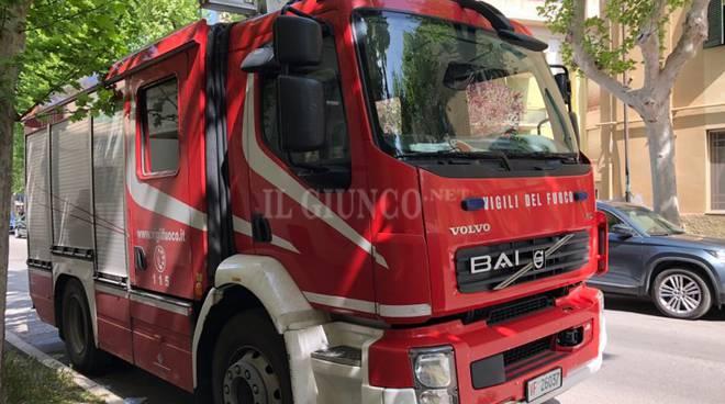 AREZZO - A fuoco una palazzina. Nove persone in ospedale nella notte
