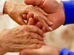 Mani anziani gen