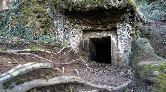Necropoli etrusca Sovana tomba sud