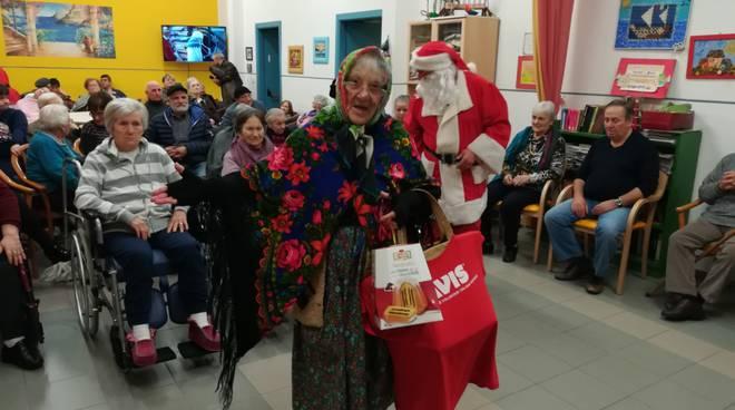 Babbo Natale in biblioteca, emozione e divertimento per bambini