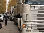 camion bloccati via Sauro