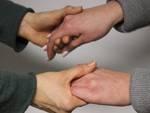 mani aiuto solidarietà