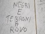 scritte razziste