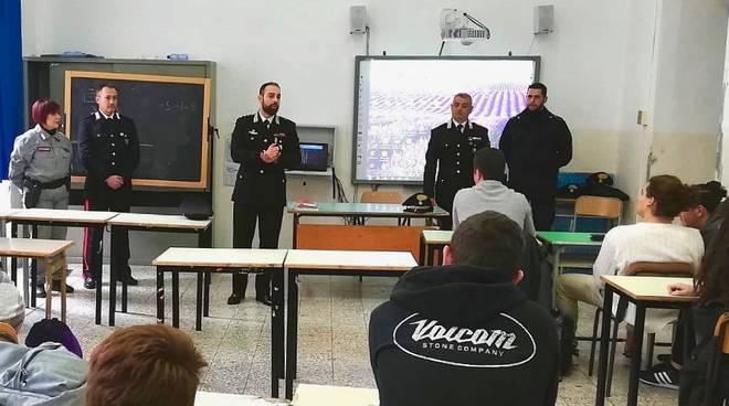 Comandante carabinieri Petrosino a scuola Orbe