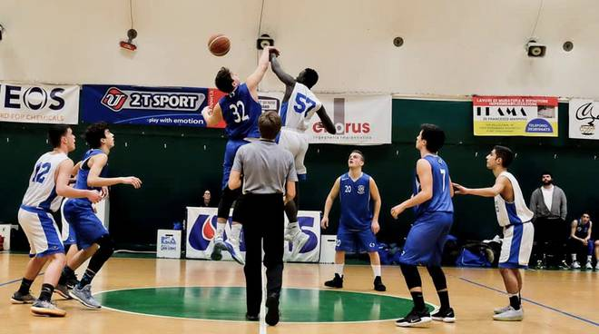 Follonica Basket Under 18 azione