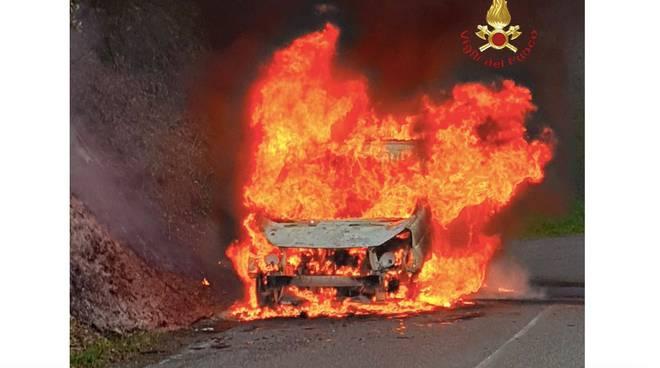 Incendio furgone scansano ma19
