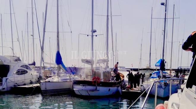 Incendio barca a vela Talamone (apr19)