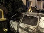 auto a fuoco notte