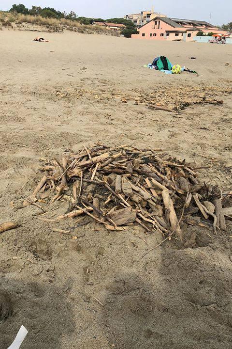 spiaggia sporca Marina 2019
