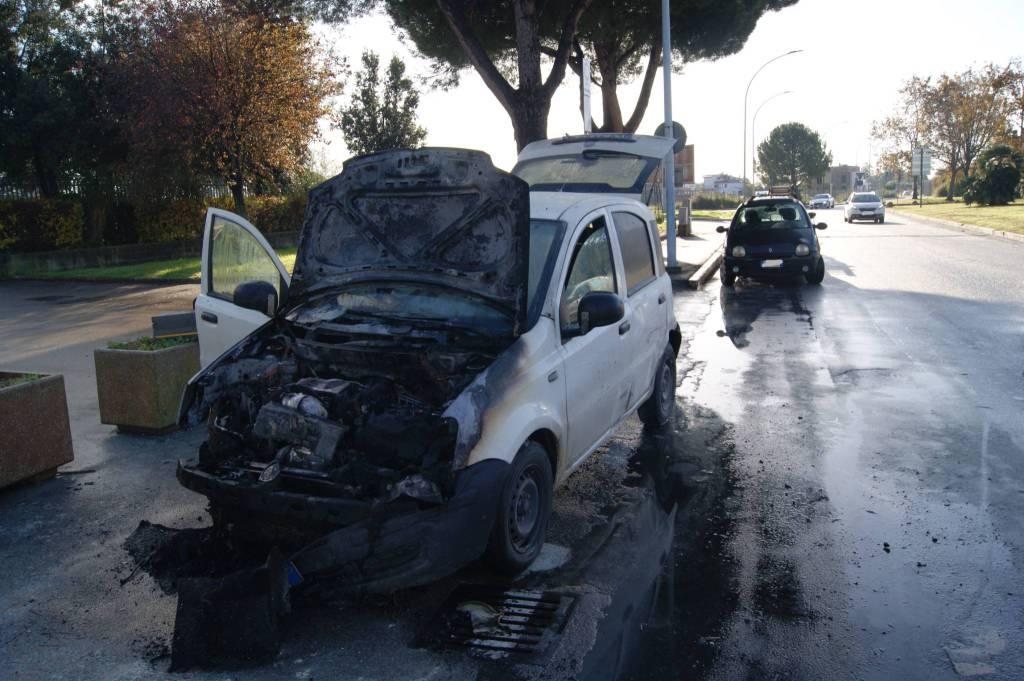 auto a fuoco dic 2019