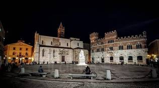 Grosseto piazza Dante notte