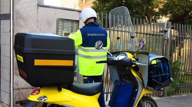 poste italiane  - postino - motorino