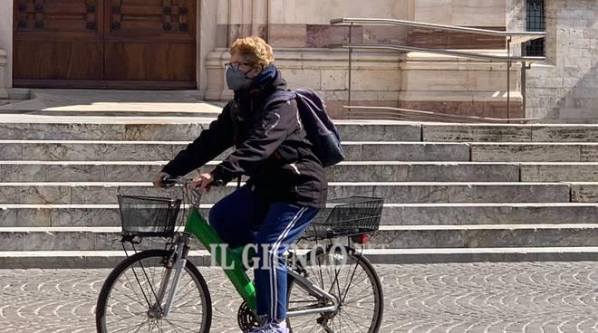 Città in emergenza 2020 bicicletta mascherina