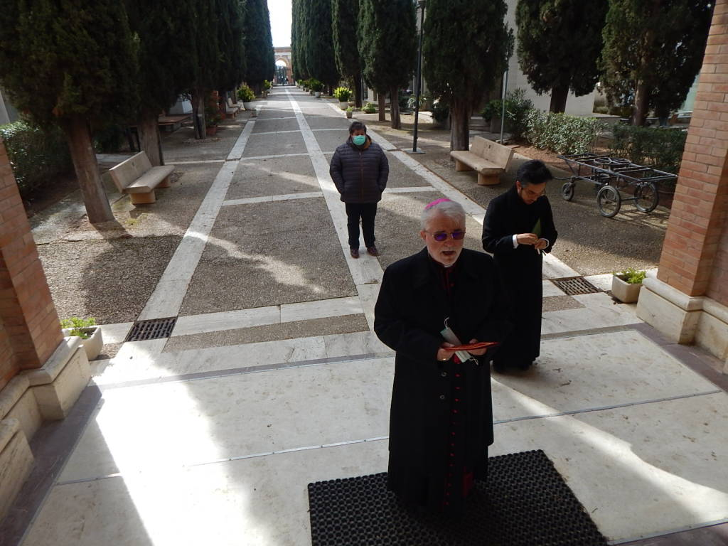 Vescovo Rodolfo visita i cimiteri - marzo 2020