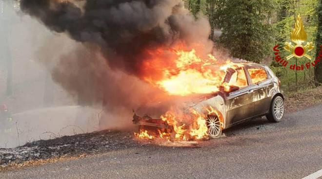 incendio auto castell'azzara 16 aprile 2020