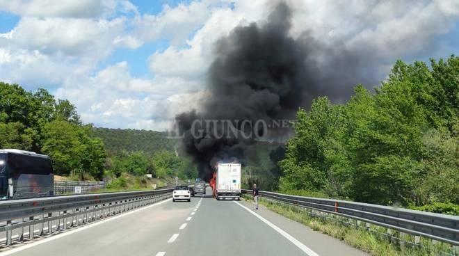 Incendio Camion aprile 2020