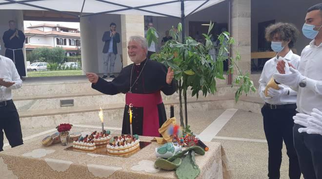compleanno vescovo