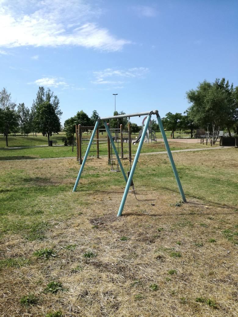 Parco via leoncavallo in stato di abbandono