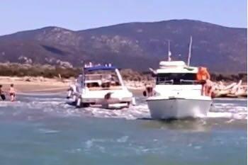 barca in avaria