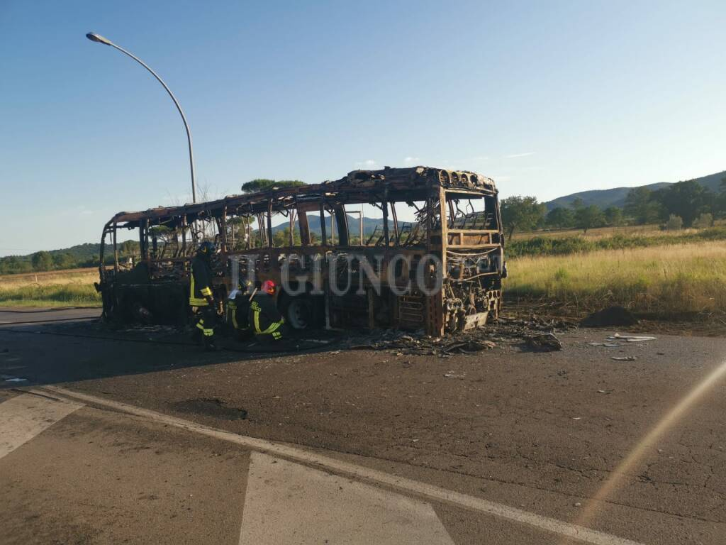 Incendio bus Bivio Ravi
