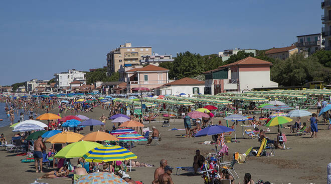 spiaggia stabilimenti balneari Follonica