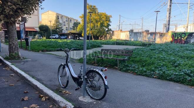 area verde parcheggio via Sauro