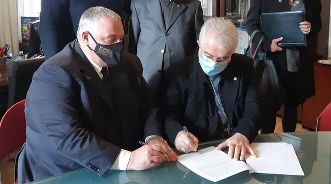 firma convenzione sindaco-vescovo