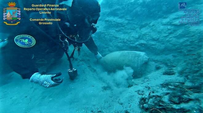 Nave romana sub Guardia di finanza