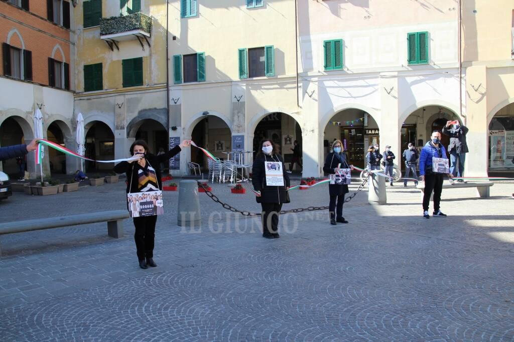 Confcommercio e Confesercenti in piazza