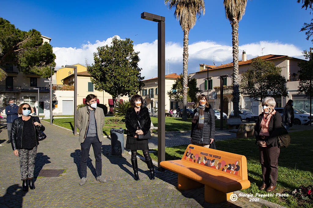 Inaugurazione panchina arancione