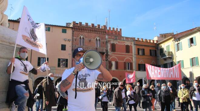 Ristoratori in piazza Aprile 2021