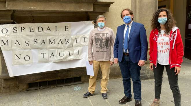Gabriele Veneri al presidio per i tagli ospedale