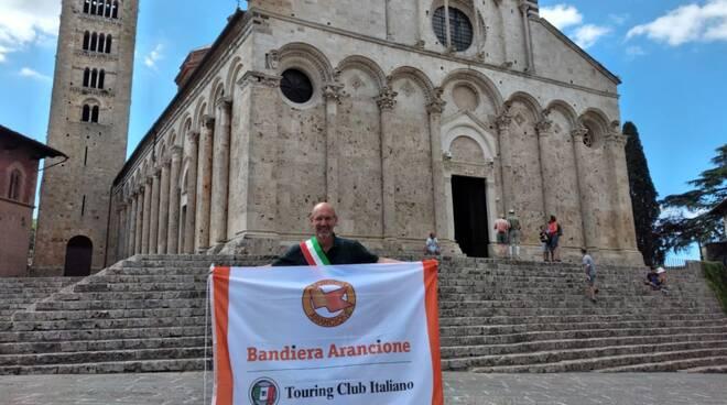 bandiera arancione Touring club